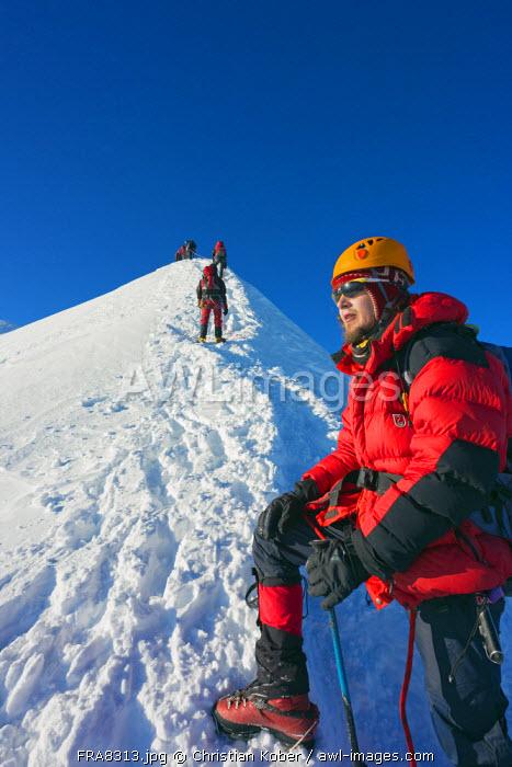 Europe, France, Haute Savoie, Rhone Alps, Chamonix Valley, Mont Blanc 4810m, climbers on Mt Blanc (MR)