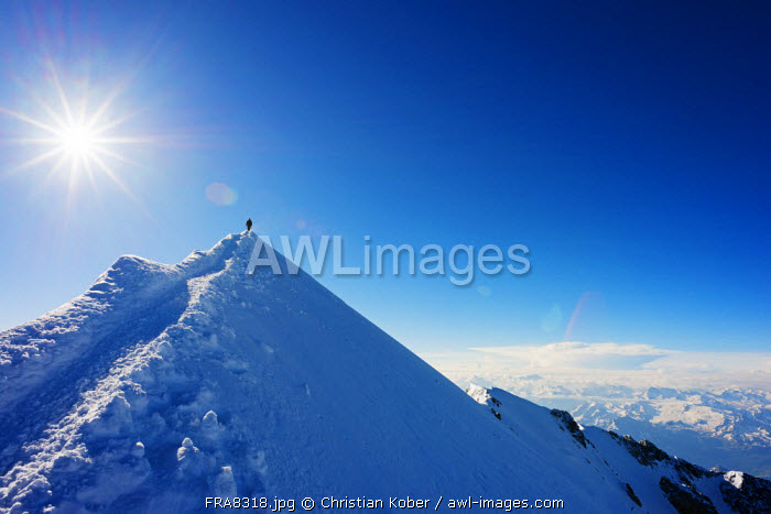 Europe, France, Haute Savoie, Rhone Alps, Chamonix Valley, Mont Blanc 4810m, climbers on Mt Blanc