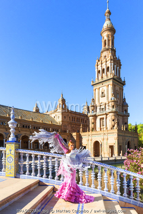 Spain, Andalusia, Seville. Flamenco dancer performing in Plaza de Espana (MR)