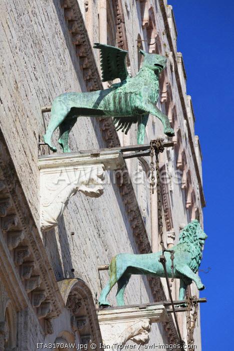 Palazzo dei Priori in Piazza IV Novembre, Perugia, Umbria, Italy