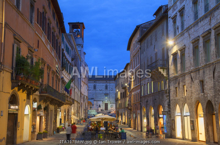 Outdoor restaurants on Corso Vannucci at dusk, Perugia, Umbria, Italy