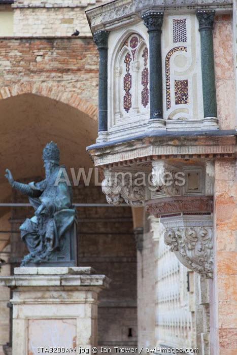 Detail of Duomo, Perugia, Umbria, Italy