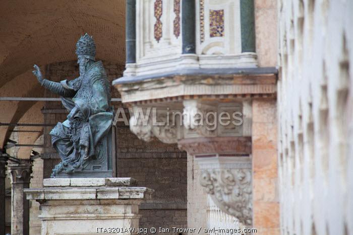 Statue at Duomo, Perugia, Umbria, Italy