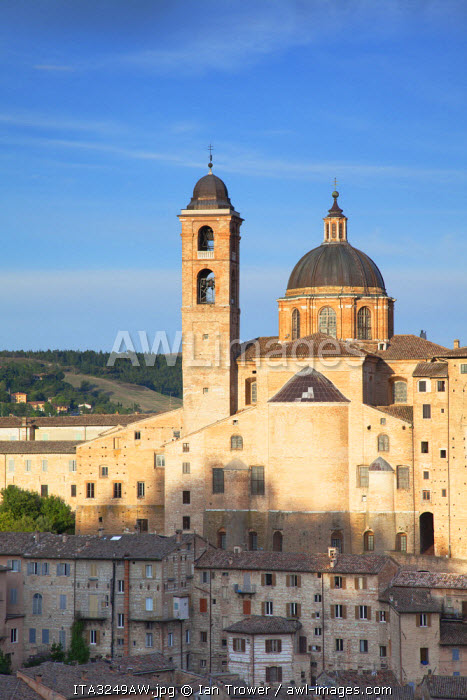 View of Duomo (Cathedral), Urbino (UNESCO World Heritage Site), Le Marche, Italy