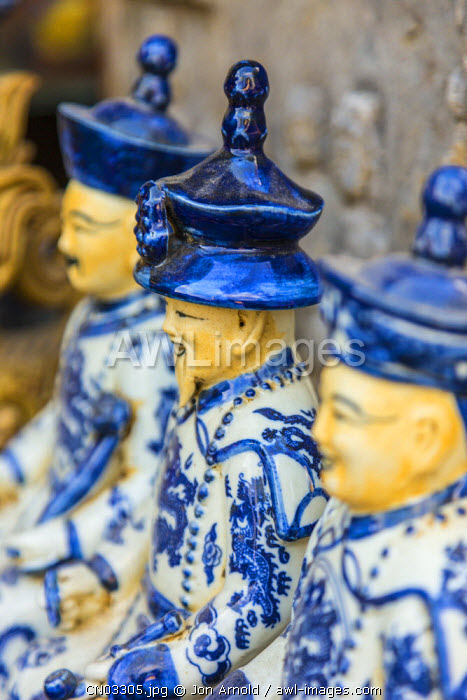 Porcelain figurines, Dongtai Road Antiques Market, Shanghai, China