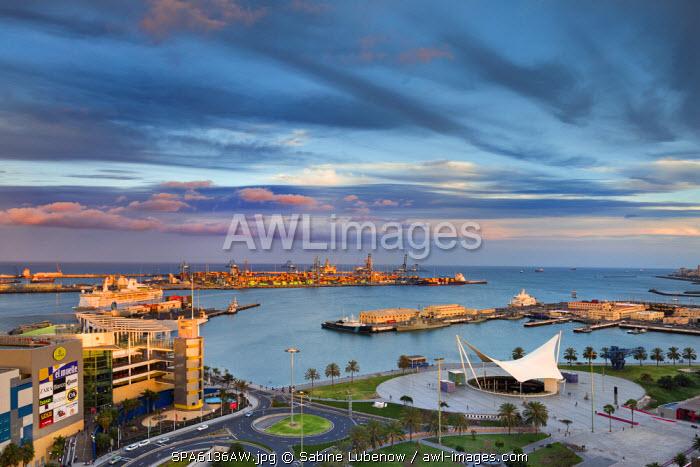 Shopping centre El Muelle and harbour, Las Palmas, Gran Canaria, Canary Islands, Spain
