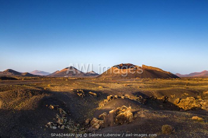Crater Montana del Cuervo in front of Timanfaya Nationalpark, Parque de los Volcanes, Lanzarote, Canary Islands, Spain
