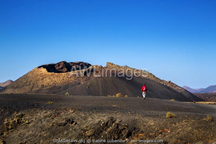 Hiker, crater Montana del Cuervo, Parque de los Volcanes, Lanzarote, Canary Islands, Spain