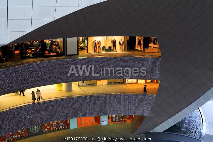 Turkey, Istanbul, Levent District, Kanyon Shopping Mall (Kanyon Alisveris Merkezi) by Jerde Partnership and Tabanlioglu architects firm