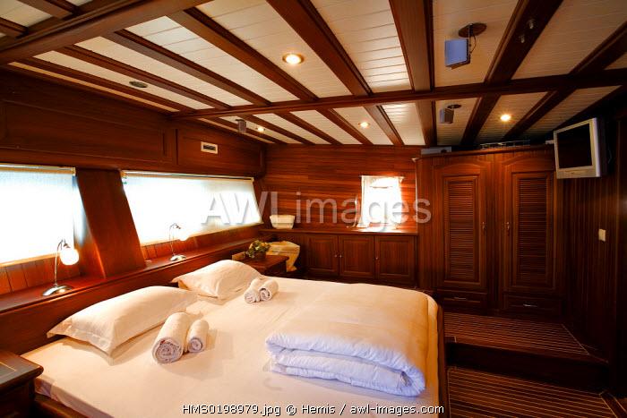 Turkey, Aegean coast, Bodrum, Palmyra Gulet (traditional Turkish sailing boat), cabin