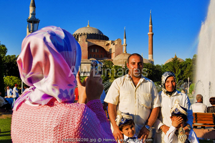 Turkey, Istanbul, Sultanahmet District, Turkish visitors in front of Aya Sofya (Hagia Sophia)