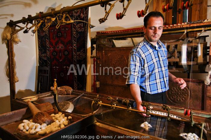 Turkey, Central Anatolia, Cappadocia, Urgup, Hadosan Hali shop, demontration of silk spinning