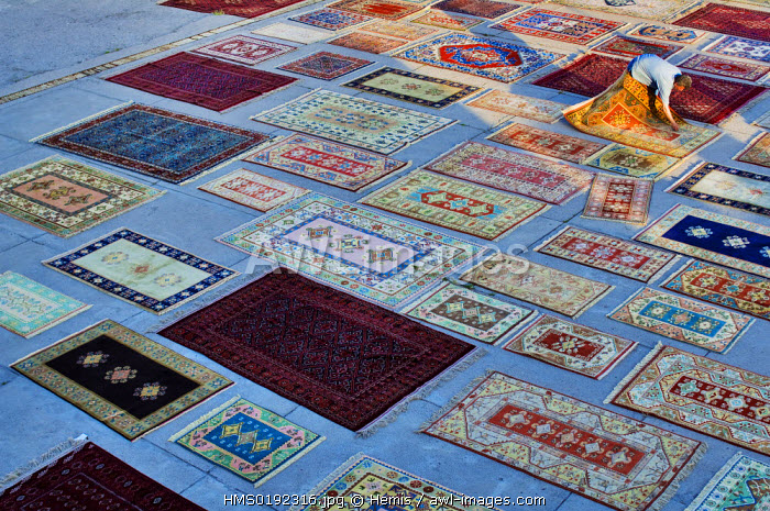 Turkey, Central Anatolia, Cappadocia, Urgup, courtyard of carpet seller Hadosan Hali
