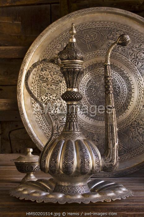 Turkey, Eastern Anatolia, Gaziantep, Sari Ahmet shop : brassware