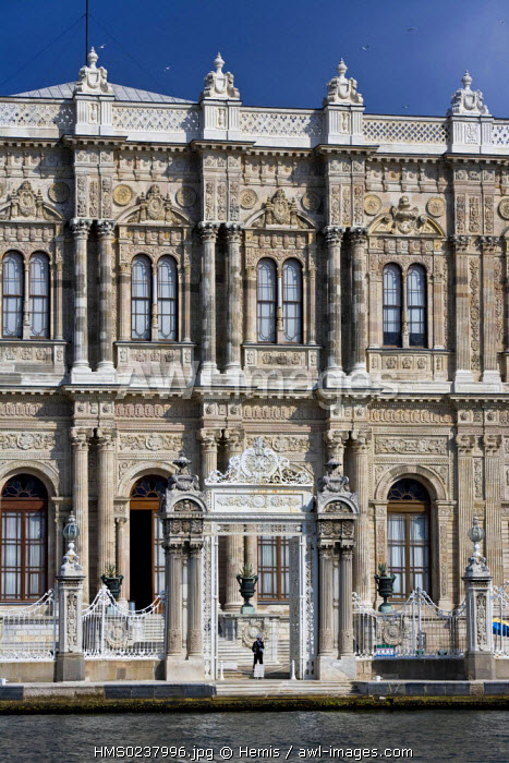 Turkey, Istanbul, Besiktas District, Dolmabahce Palace (Dolmabahce Sarayi) on the edge of the Bosphorus, built by Sultan Abdulmecit in Turkish Renaissance Style (mix of European and Oriental architecture) between 1843 and 1856, the Sultan's last home