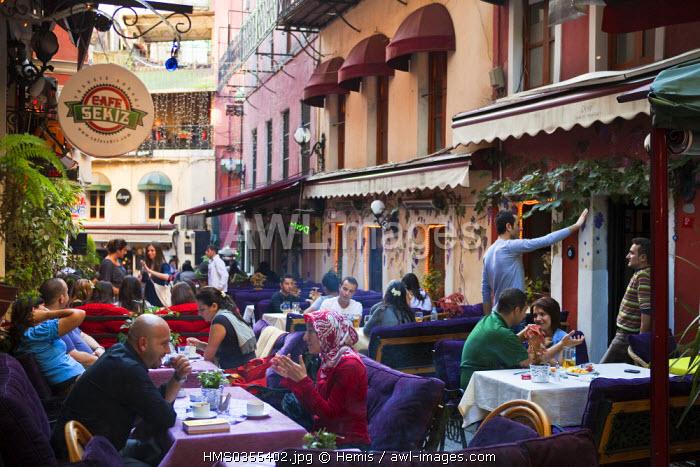 Turkey, Istanbul, Beyoglu District, Cezayir-Sokak Street, trendy cafes and restaurants