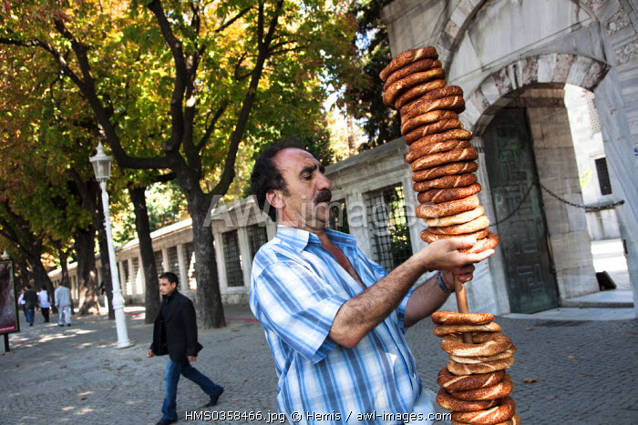 Turkey, Istanbul, historical centre listed as World Heritage by UNESCO, Sultanahmet District, seller of simit (typical Turkish snack) in front of the Sultan Ahmet Camii Mosque (Blue Mosque)