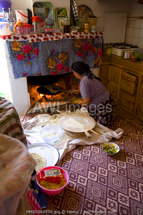 Turkey, Aegean Region, Gulf of Gokova, Bozalan, cooking in a wood fire oven