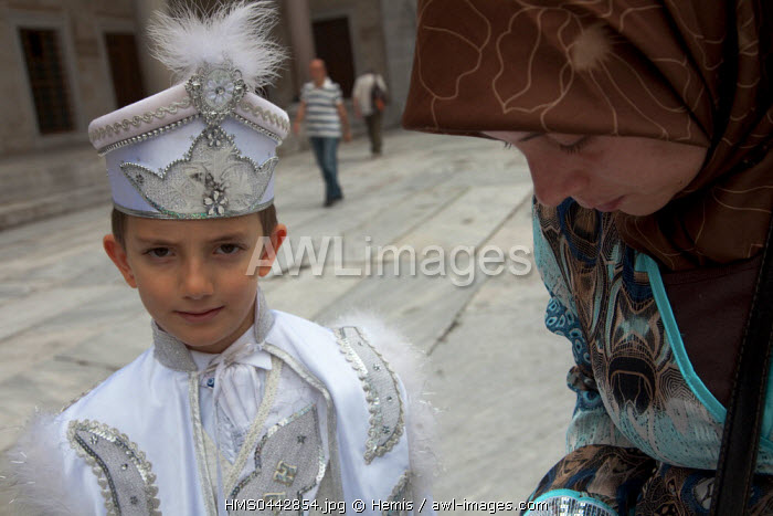Turkey, Istanbul, historical center listed as World Heritage by UNESCO, Sultanahmet District, Sultan Ahmet Camii Mosque (Blue Mosque), a young boy dress like a sultan on his circumcision day
