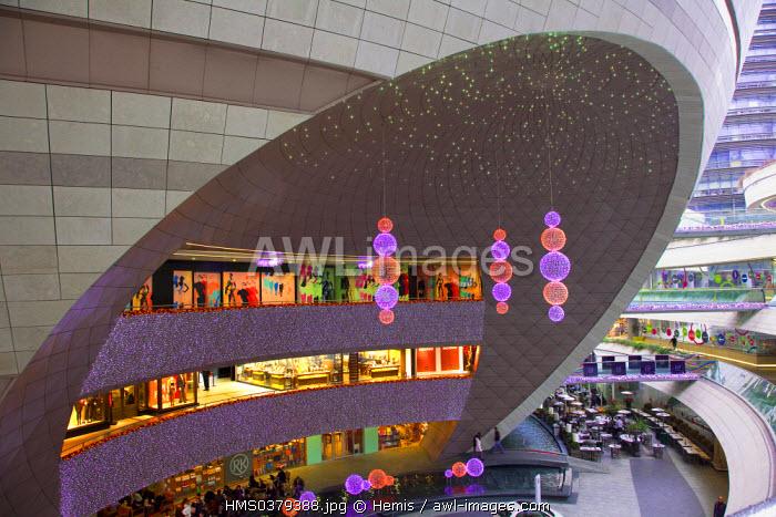 Turkey, Istanbul, Levent District, Kanyon Shopping Mall (Kanyon Alisveris Merkezi) by Jerde Partnership and Tabanlioglu architects firm, sphere with a multiplex cinema