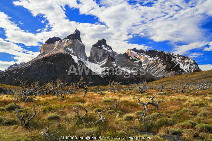 Chile, Torres del Paine, Magallanes Province. The peaks of Cuernos del Paine. The notable formation of contrasting igneous, sedimentary and metamorphic rocks is unique in the world.