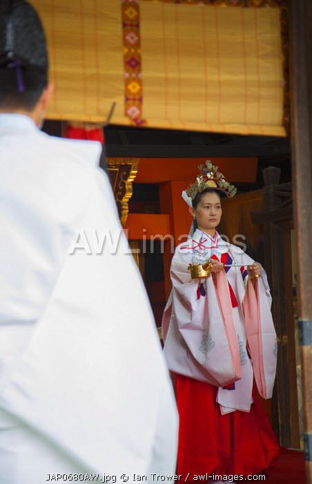 Traditional wedding ceremony at Shinto shrine of Sumiyoshi Taisha, Osaka, Kansai, Japan