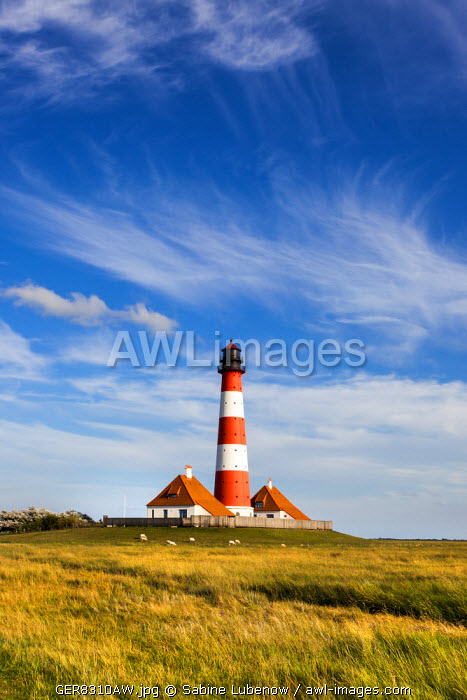 Westerhever lighthouse, Eiderstedt peninsula, Northern Frisia, Schleswig-Holstein, Germany