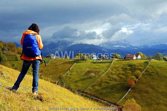 Romania, Transylvania, Carpathian Mountains, hikers on Piatra Crauilui Massif near Rasnoc