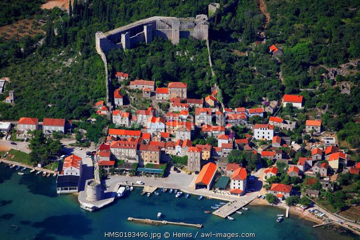 Croatia, Dalmatia, Dalmatian coast, Peljesac peninsula, old town of Ston (aerial view)