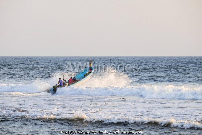 Nicaragua, Leon department, Las Penitas fishing village, fishermen going to sea