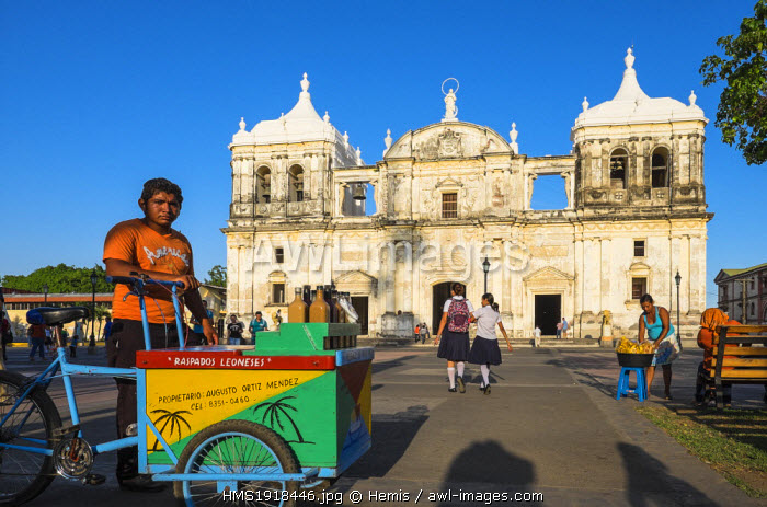 Nicaragua, Leon department, Leon, the Cathedral (Bas�lica Catedral de la Asuncion de Leon), Baroque and Neoclassicism style, listed as World Heritage by UNESCO and the Parque Central