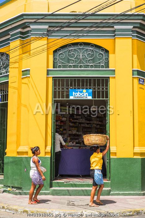 Nicaragua, Leon department, Leon, colourful street
