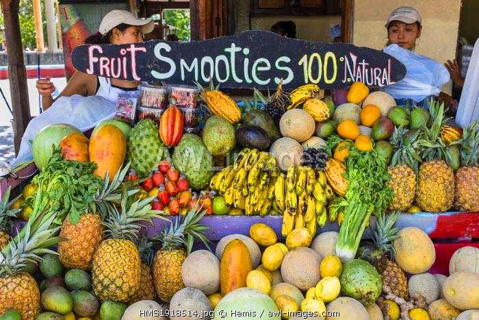 Nicaragua, Masaya departement, Masaya, the restaurant El Pollo in the Parque Central, fresh fruit juices
