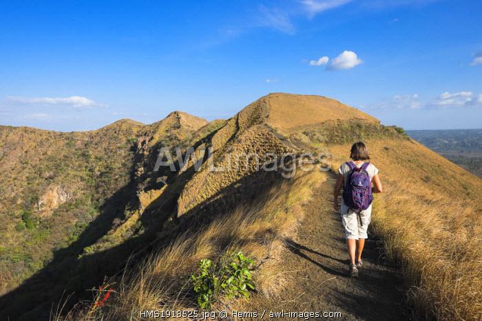 Nicaragua, Masaya departement, Masaya, National Park of Volcano Masaya, hiking on the edges of the crater San Fernando
