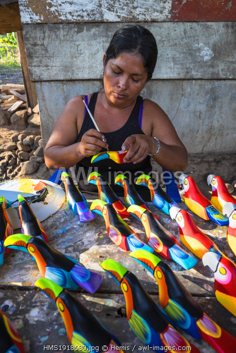 Nicaragua, Rio San Juan department, Solentiname islands, towards the southern end of Lake Nicaragua, Mancarron island, wellknow for its handicraft (wooden carved and painted animals), the artist Marcella paints toucans