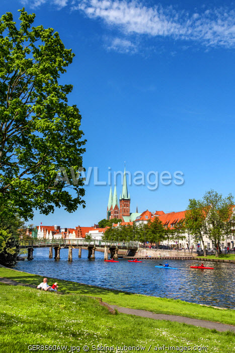 View over river Trave towards old town, St. Marien und St. Petri church, Lübeck, Baltic coast, Schleswig-Holstein, Germany