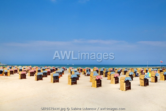 Beach with beach baskets, Travemünde, Lübeck, Baltic coast, Schleswig-Holstein, Germany