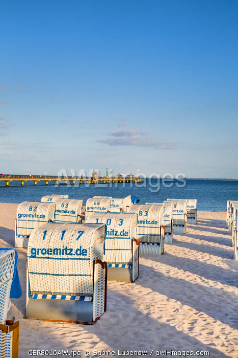 awl-images.com - Germany / Beach with beach baskets, Grömitz, Baltic coast, Schleswig-Holstein, Germany