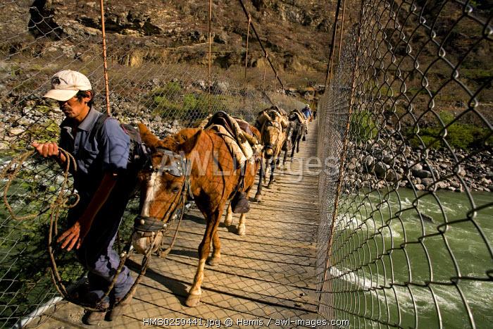 Peru, Cuzco Departement, travelling to the Inca site of Choquequirao in the Vilcabamba Cordillera, through Apurimac River