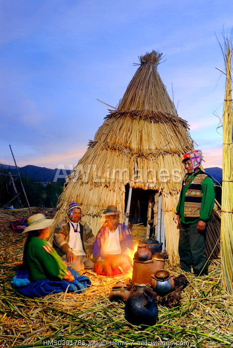 Peru, Puno Province, lake Titicaca, floating islands of Uros, evening family meal at home heated with dried reed