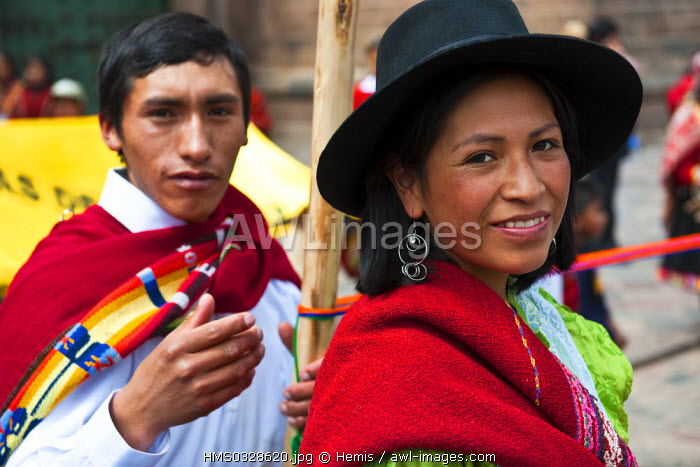 Peru, Cuzco Province, Cuzco, young Peruvian couple in traditional outfit