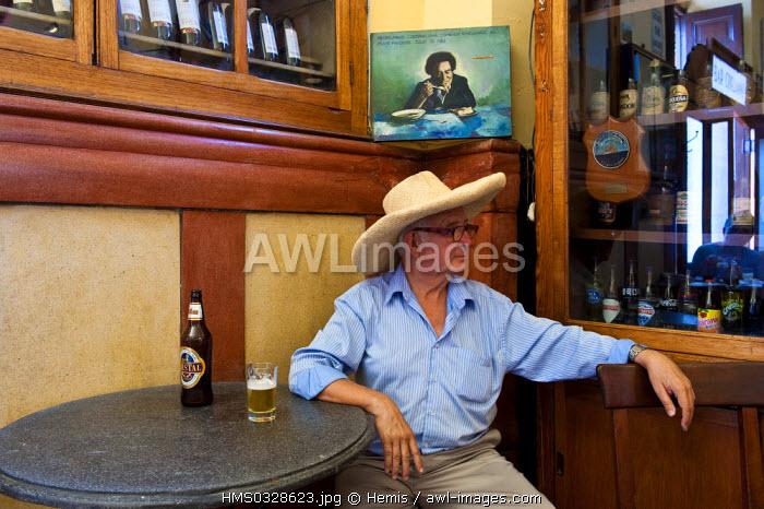 Peru, Lima Province, Lima, Cordano Cafe, tourist with a hat
