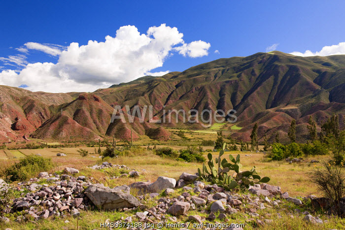 Peru, Cuzco Province, Incas sacred valley, mountains dominating the Urubamba River