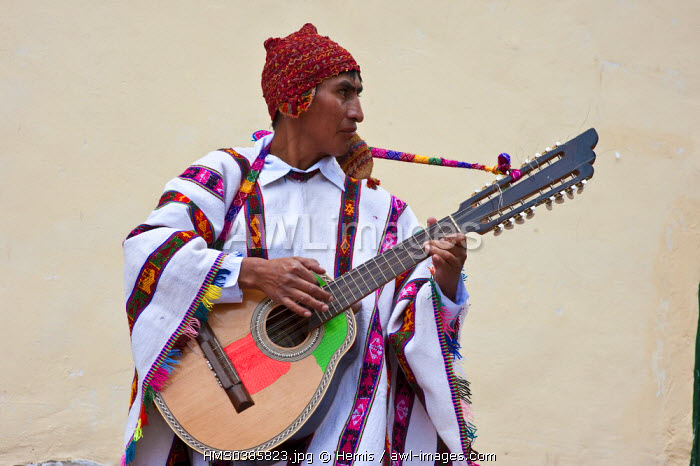 Peru, Cuzco Province, Huaro, dancers in traditional costume for the festival of maize, Sara Raymi