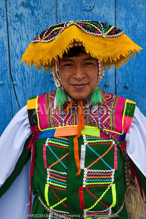 Peru, Cuzco province, Huaro dancer in traditional costume for the corn festival, Sara Raymi