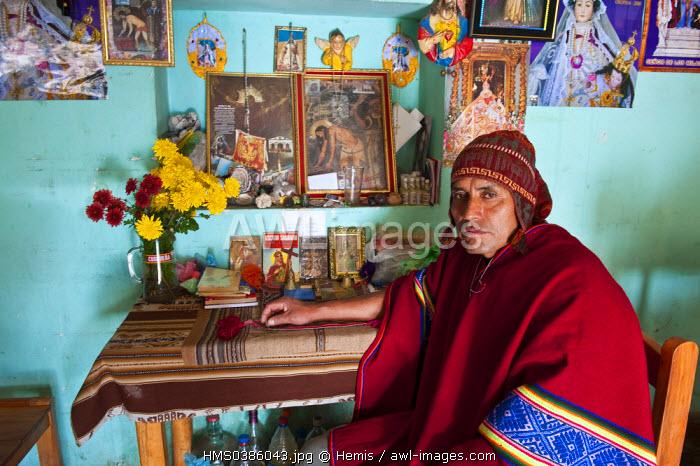Peru, Cuzco province, Huasao, Pablo, shaman (curandero) officiating in the village, ranked tourist village mystic