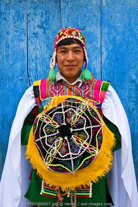 Peru, Cuzco Province, Huaro, dancer in traditional costume for the corn feast, Sara Raymi