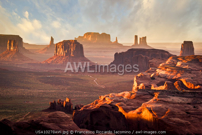 awl-images.com - USA / Utah - Ariziona border, panorama of the Monument Valley from a remote point of view, known as The Hunt's Mesa