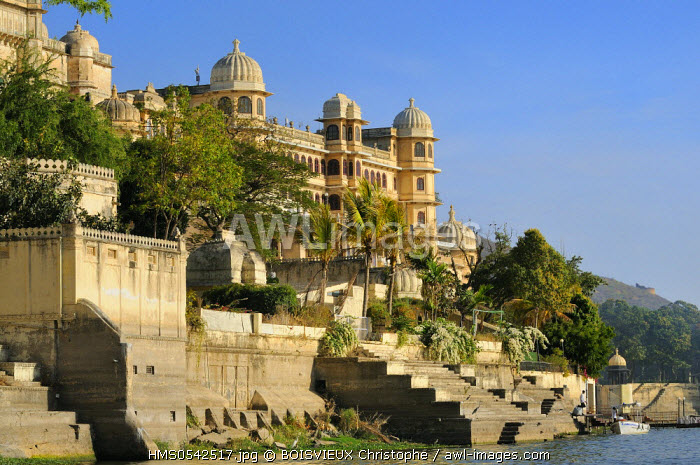 India, Rajasthan State, Udaipur, Lake Pichola and City Palace