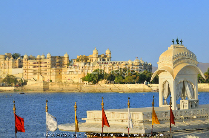 India, Rajasthan State, Udaipur, Lake Pichola, Jag Mandir and City Palace